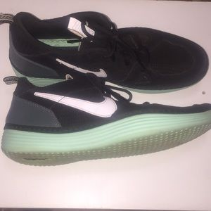 Men's Nike Solar Soft shoes size 11